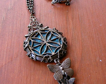 The Window Necklace