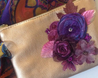 Carry Me! Pretty flowered clutch purse.