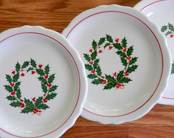 Restaurant Ware Ironstone Homer Laughlin Holly Wreath Plates. Christmas Decor. Holiday Tableware. Dinnerware. Farmhouse Cottage Chic.