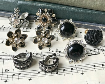 Vintage Black Gold Silvertone Jewelry for Re-design / Cluster Crafting Pieces / Brooch Bouquet Filler / Altered Art Assemblage Pieces (H7)