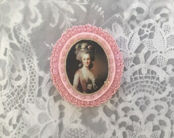 pink vintage portrait felt brooch - lady portrait brooch - blush pink felt pin broach - victorian style brooch - museum painting brooch