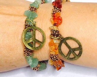 Peace Sign Bracelet, stretchy, beaded, layering, handmade, item no. De410