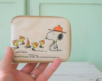 Vintage SNOOPY Charlie Brown 1960s Wallet....rare snoopy. vintage snoopy. kids. children. television. tv show. lucy. peanuts characters.
