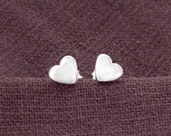 1 pair of 925 Sterling Silver Heart Stud Earrings 6 mm. , minimalist earrings, Polish Finished.   :er1094
