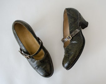 1940s vintage shoes / green snakeskin shoes / wide width / Krueger / 7-7.5