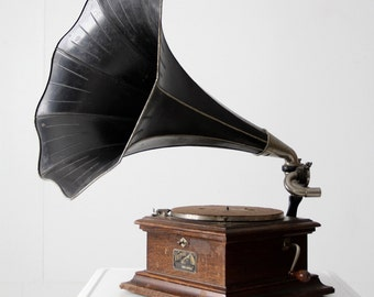 Victor II Victor Victrola, antique record player with horn