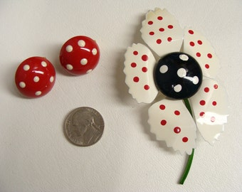 Rockabilly Jewelry. 50s Pinup Jewellery. Red White n Black Flower Brooch & Polka Dot Clip On Button Earrings.