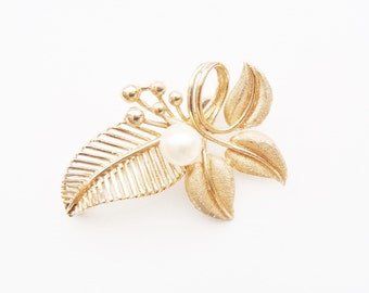 Vintage 14 Karat Gold Brooch Midcentury Modernist Leaves & Berries Design w/ Pearl Accent Delicate, Elegant : Very Well Made Unsigned Pin