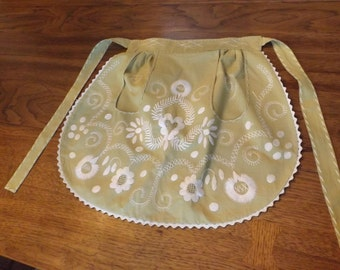 Vintage floral small embroidered sage half apron with large pockets. Gift