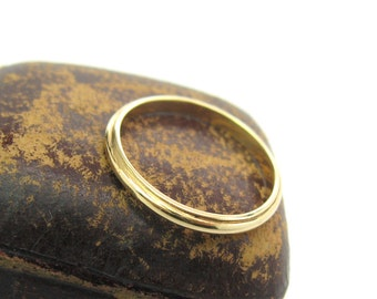 14K Gold Wedding Band. Slender Wedding Ring. Signed Art-Carved, formerly JR Wood.  Size 6.75+. Vintage 1970s Retro Stacking Ring Jewelry