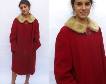 Vintage 1950s 1960s Red Wool Winter Coat. Fur Collar. Original Buttons. Mid century mod. Midi coat jacket. XL XXL 1x 2x VoLUP Jackie O.