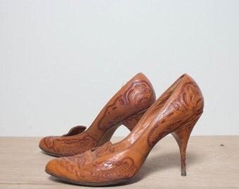SALE 6 1/2 B   1950's Vintage Tooled Leather High Heels