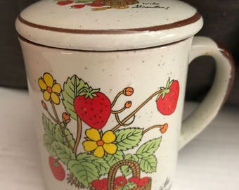 70s Vintage Wild Strawberry Stoneware Lidded Coffee Mug / Strawberry Tea Mug with Lid