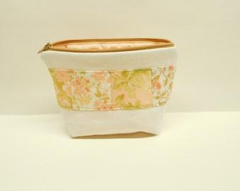 linen makeup bag, zipper pouch in pastel colors, patchwork zipper bag, small floral makeup bag, cream and peach, shabby romantic chic pouch