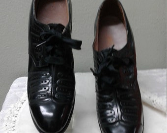 Vintage Red Cross Black Leather Shoes