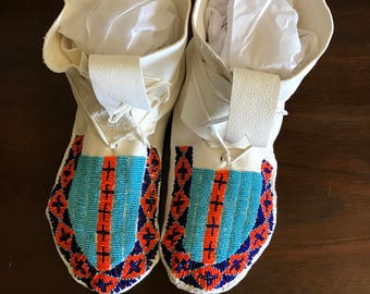 Beautiful White Leather Moccasins Woman's Size 7