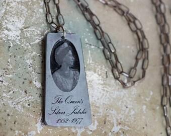 The Queen's Silver Jubilee 1952 - 1977 Necklace -  Elizabeth II Medallion Souvenir Pendant on Long chain