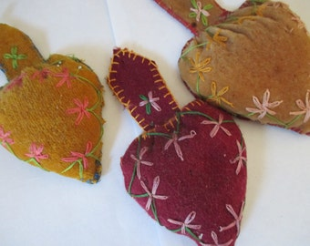 choice Vintage embroidered hearts pincushions