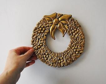 Christmas Wreath, Brass Trivet, Vintage Holiday Trivet Wall Hanging, Christmas Decor, Wreath Swag Decor, Holly Berry Hotplate