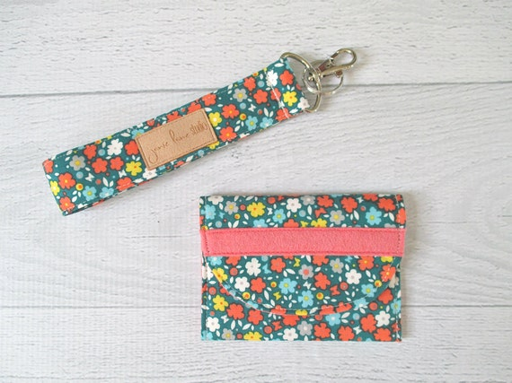 Gift For Her Under 20. Key Fob and Card Wallet Gift Set. Vintage Floral Gift Card Holder and Keychain Wrist Strap. Mini Wallet.