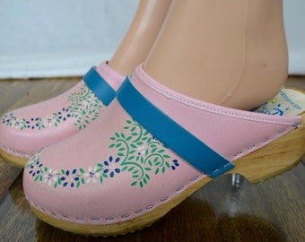 Vintage 1970's Women's Gretel's Pink & Turquoise Painted Leather Wooded Platform Clogs Shoes Size 37 6.5  6 1/2