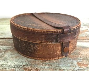 Vintage collar suitcase / Box