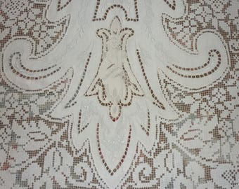 "BANQUET Point De Venise Figural Italian Burano Lace Table Runner. 22"" by 70"" Perfect"