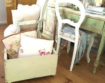 Vintage wood box holder castors chippy white shabby chic cottage prairie