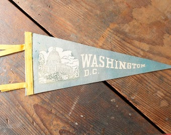 Vintage Souvenir Pennant Washington D.C. USA Capital Attraction Felt Flag Wall Hanging 1940s