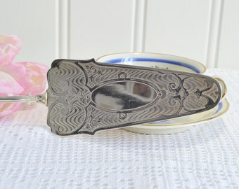 Large cake , pie and pastry server, vintage sandwich lift, etched silver plate , serving utensil