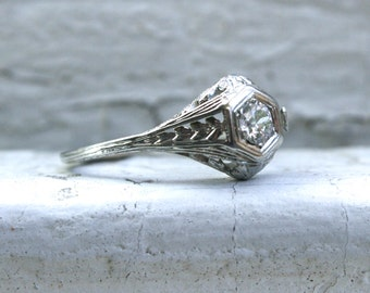 Perfect Vintage Filigree 18K White Gold Solitaire Diamond Engagement Ring - 0.25ct.