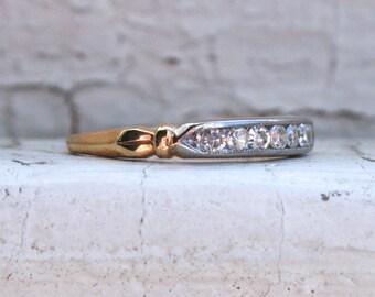 Super Sweet Art Deco Vintage 14K Yellow Gold Diamond Wedding Band.
