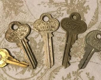 Vintage Decoritive Keys Set of Five Steampunk Jewelry Supplies