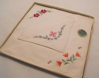 Vintage Boxed Irish Linen Embroidered Cotton Napkin Set