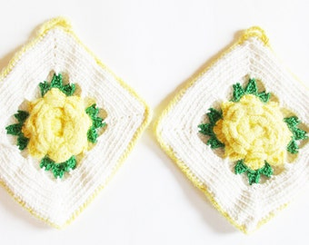 Lovely Set of 2 p. German Vintage Handmade Crochet Flower Pot Holders, Mid Century Cottage Kitchen 1960s Design