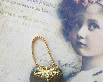 Lady fine historical silk purse in olivegreen
