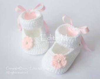 Sale. Crochet baby shoes, baby girl booties, white, peachy pink, Baptism, Christening, baby shower, pearl beads, gift for baby, Mary Janes