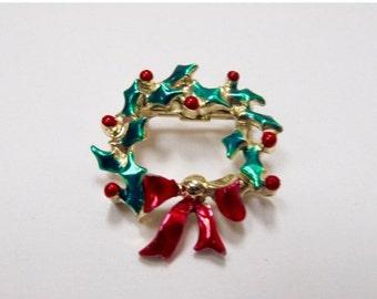 On Sale Vintage Small Enameled Christmas Wreath Pin Item K # 3076