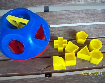 Vintage Tupperware Shape Sorter with 8 shapes