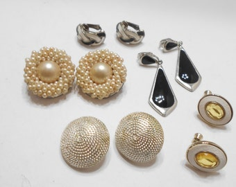 Five Pairs of Vintage Clip Earrings (5582)