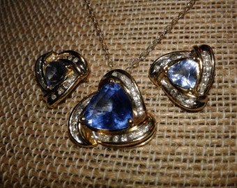 10 karat Gold Pendant Earrings  Gorgeous Blue Topaz Vintage