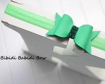 St Patrick's day Bow- Green bow headband- green leather- Baby girl headband- Toddler headband- Infant headband- Hair accessory- Photo prop-