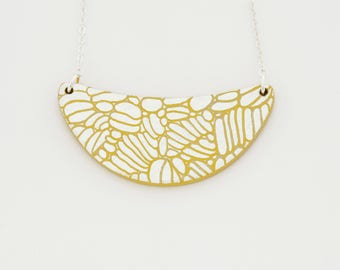 Necklace DAHLIA Yellow - Engraved gold leaf -