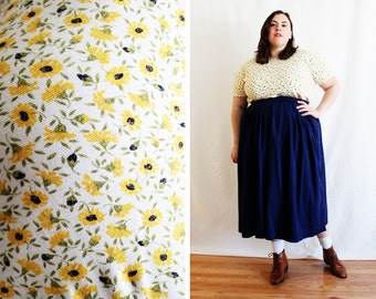 Plus Size - Vintage Floral Yellow Daisy Knit T-Shirt (Size XL 16/18)