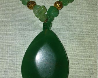 """Green """"teardrop"""" agate and aventurine necklace"""