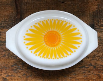 Vintage Pyrex Sunflower Daisy 043 Casserole Dish with Lid - 1.5 Quart Size