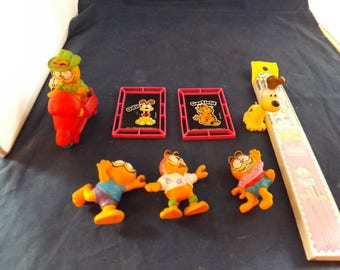 Lot of Odie and Garfield Items and Figures