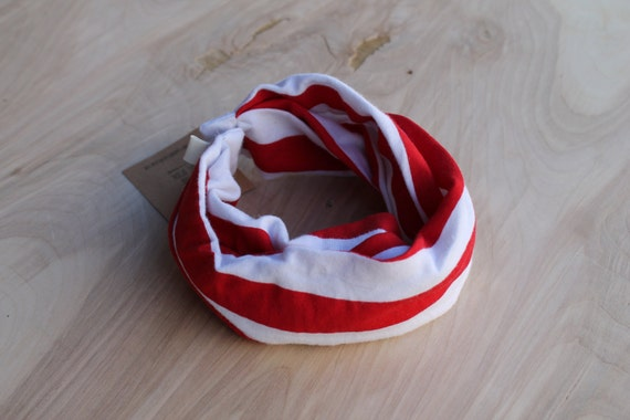 Baby Infinity Scarf Bib in striped red and white, Hipster Style Baby Bib, Gender neutral baby gift, Babies and Toddlers