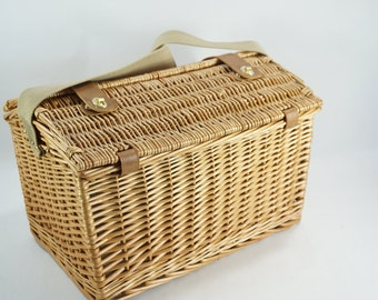 Wicker Picnic Basket, Picnic Willow Basket for 4, English Style Picnic Basket, Willow, Dishes Glasses Plates, Yacht Antique Car Supplies