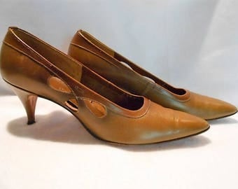 Silhouettes Avocado Green to Brown Leather High Heeled Cut Out Shoes Pumps, c. 1960